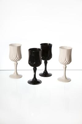 ambiance verre a pied noir et blanc vaisselle maison. Black Bedroom Furniture Sets. Home Design Ideas