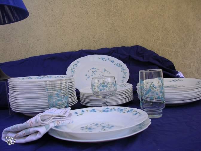 exemple service de table arcopal myosotis vaisselle maison. Black Bedroom Furniture Sets. Home Design Ideas