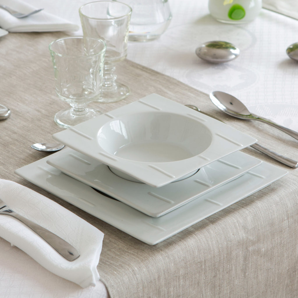 Service de table design blanc for Service de table noir et blanc