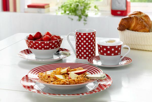 visuel service de table rouge et blanc vaisselle maison. Black Bedroom Furniture Sets. Home Design Ideas