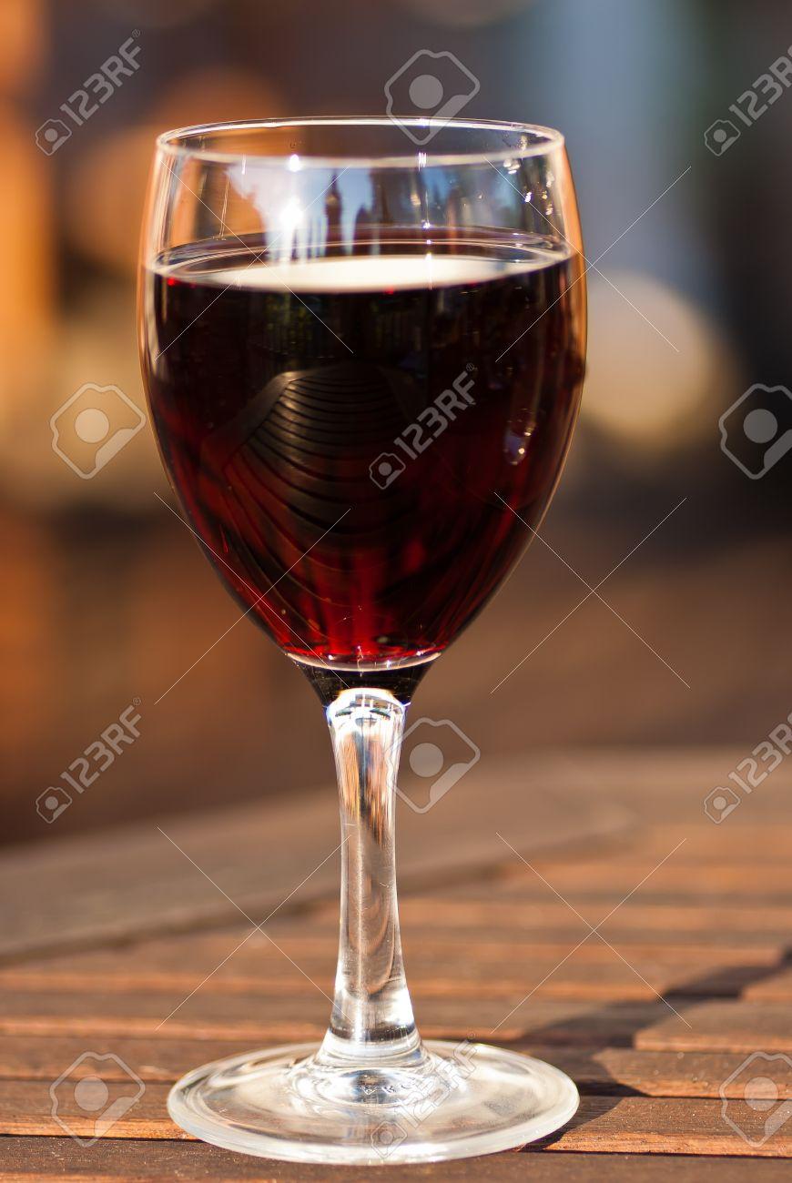 achat verre a vin sur une table vaisselle maison. Black Bedroom Furniture Sets. Home Design Ideas