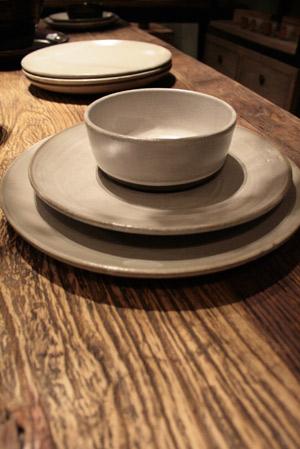 service de table en gres naturel vaisselle maison. Black Bedroom Furniture Sets. Home Design Ideas