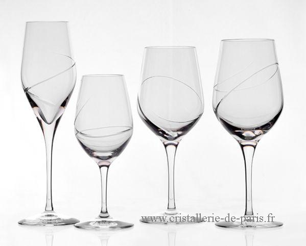 photo verre a vin en cristal vaisselle maison. Black Bedroom Furniture Sets. Home Design Ideas